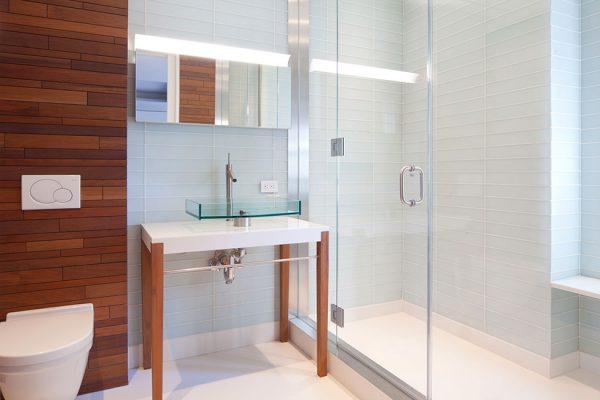 перегородка из стекла в ванной комнате