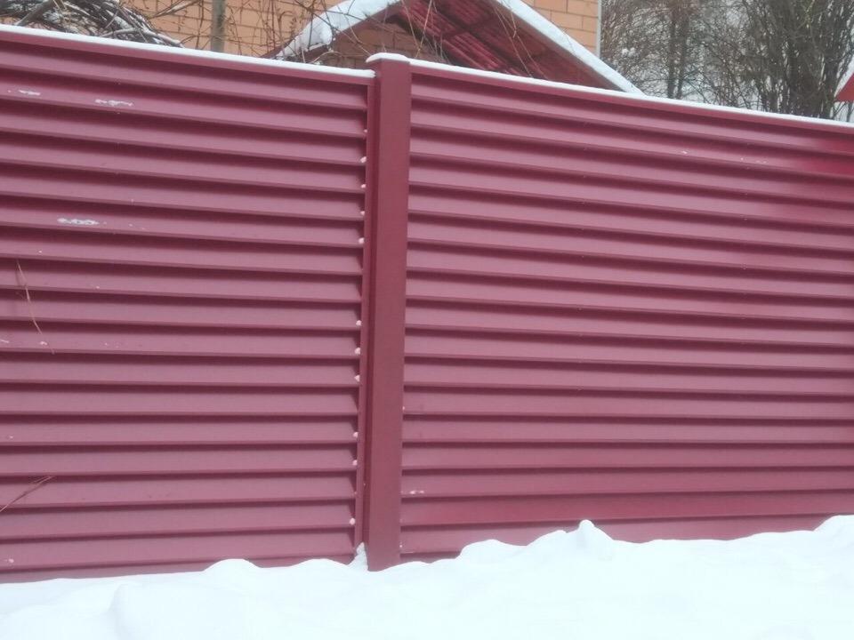 забор жалюзи зимой