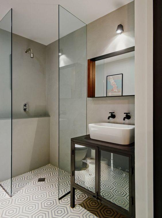 стекло в маленькой комнате