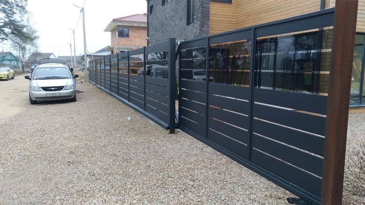 комбинированный забор со стеклом