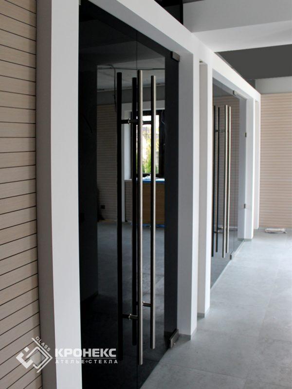 стеклянная дверь в доме